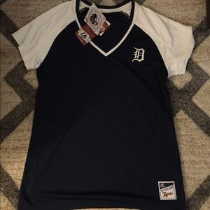 NWT- Detroit Tigers short sleeve shirt